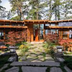 Off-The-Grid Circular Oceanfront House With Protected Courtyard