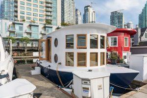 Modern Houseboat Living