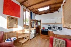 Houseboat with Bedroom Loft