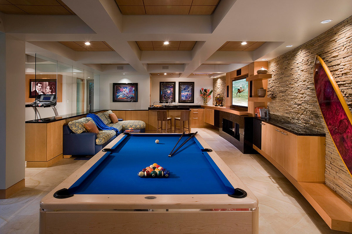Basement Entertainment Area with Pool Table