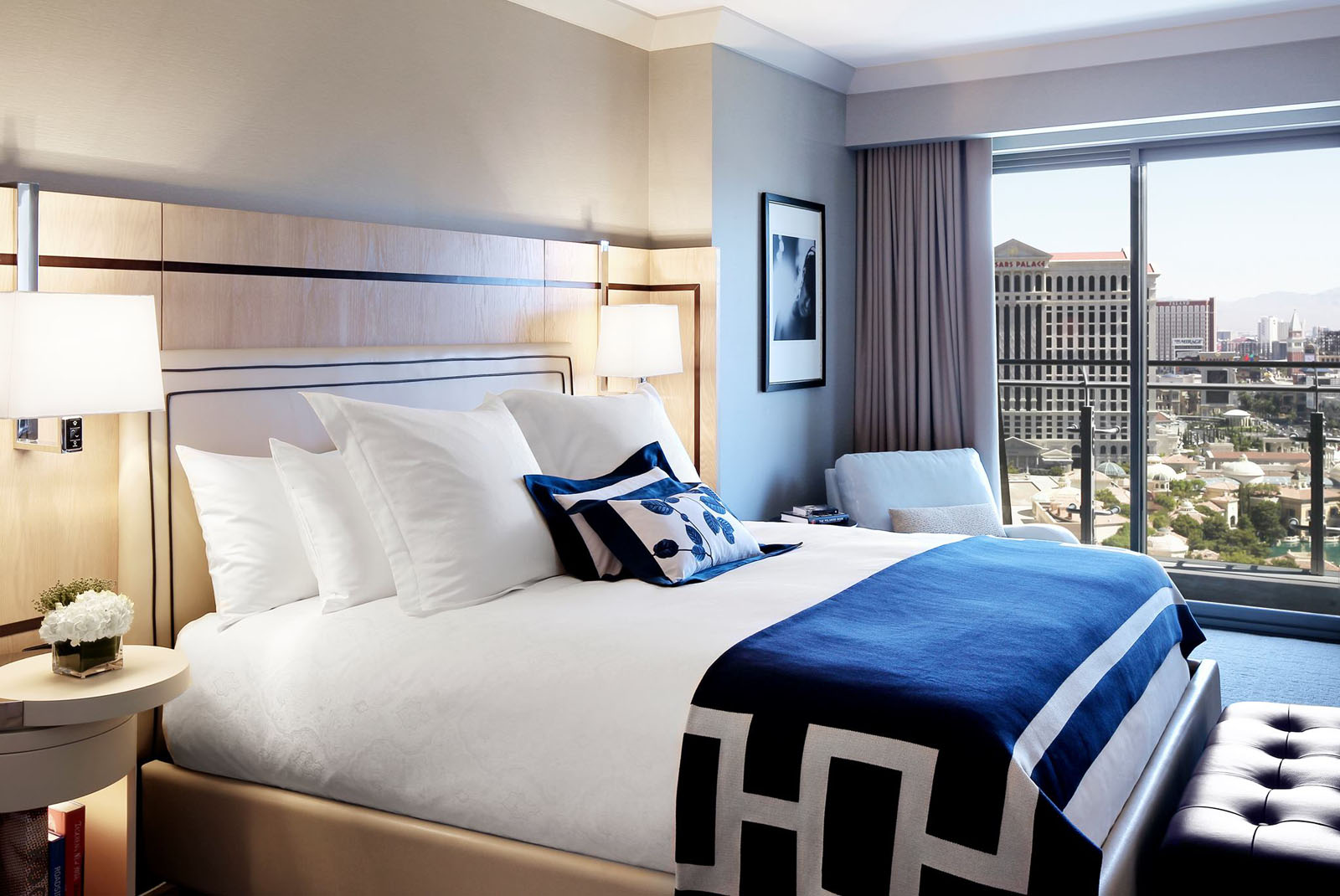Swanky hotel interior design the cosmopolitan of las for Hotel room decor