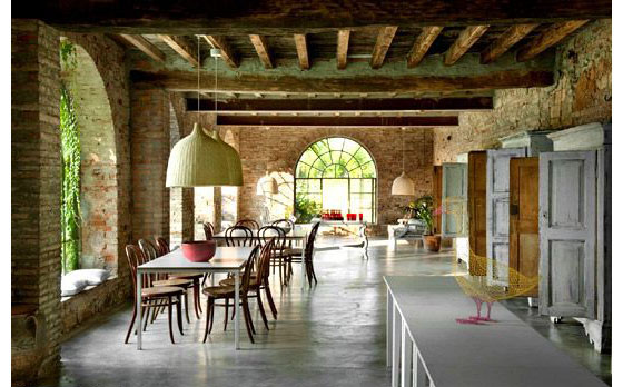 Country House In Italy Combines Modern Simplicity With