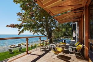 Lakefront Cottage Hotel Balcony