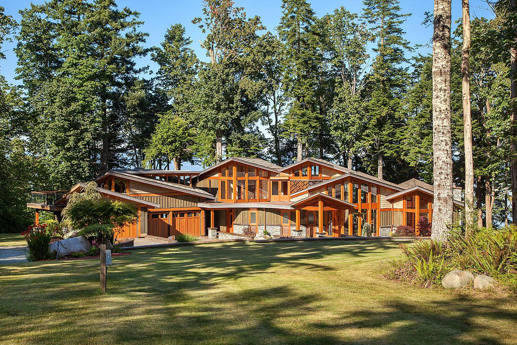 Elegant West Coast Modern Timber Frame House