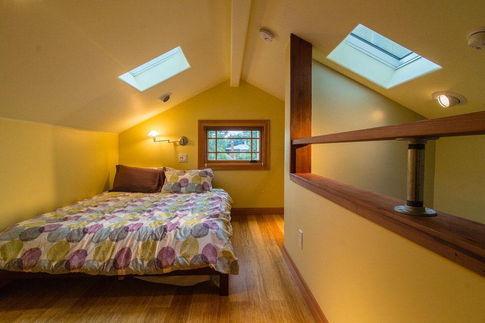 Tiny House Spacious Sleeping Loft
