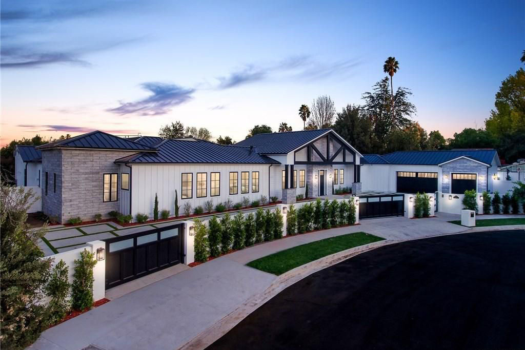 Newly Constructed Luxury Modern Farmhouse Style Estate In