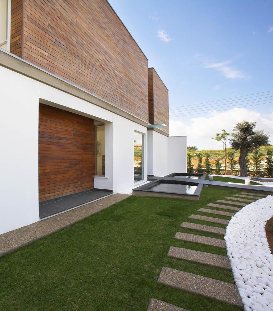 Lake House Interior Design: Elegant Modern Home In Cyprus
