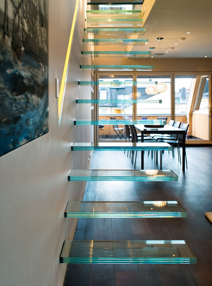 Stylish-Glass-Staircase