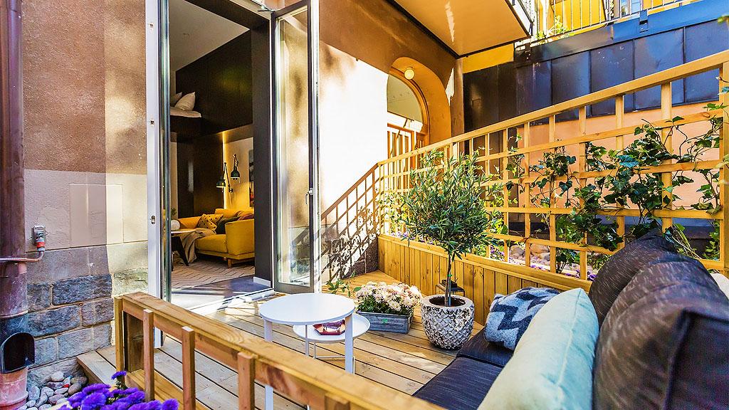 Tiny Studio Apartment With Cozy Yet Elegant Ambiance ...