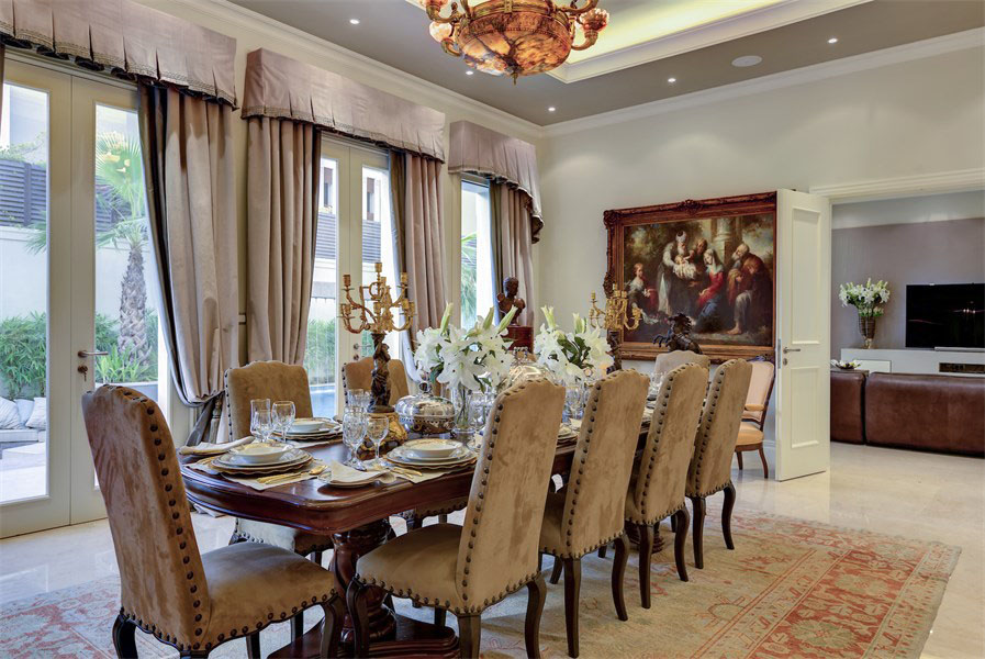 Elegant Dining Room in Mansion