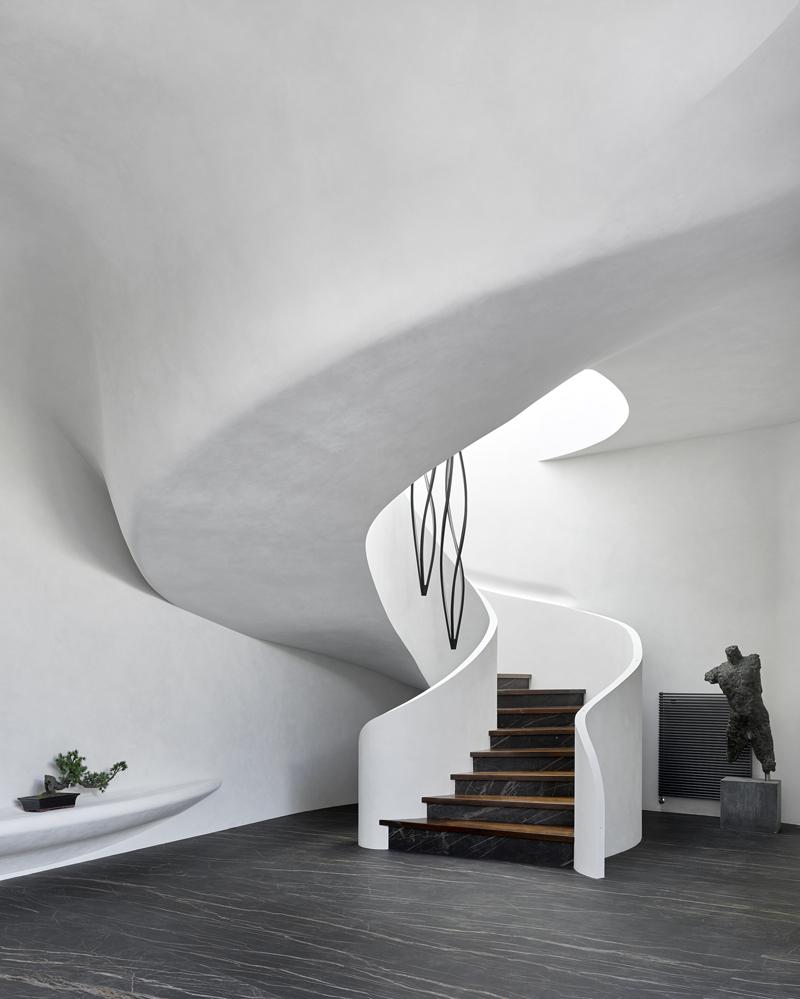 Futuristic Modern White Spiral Staircase