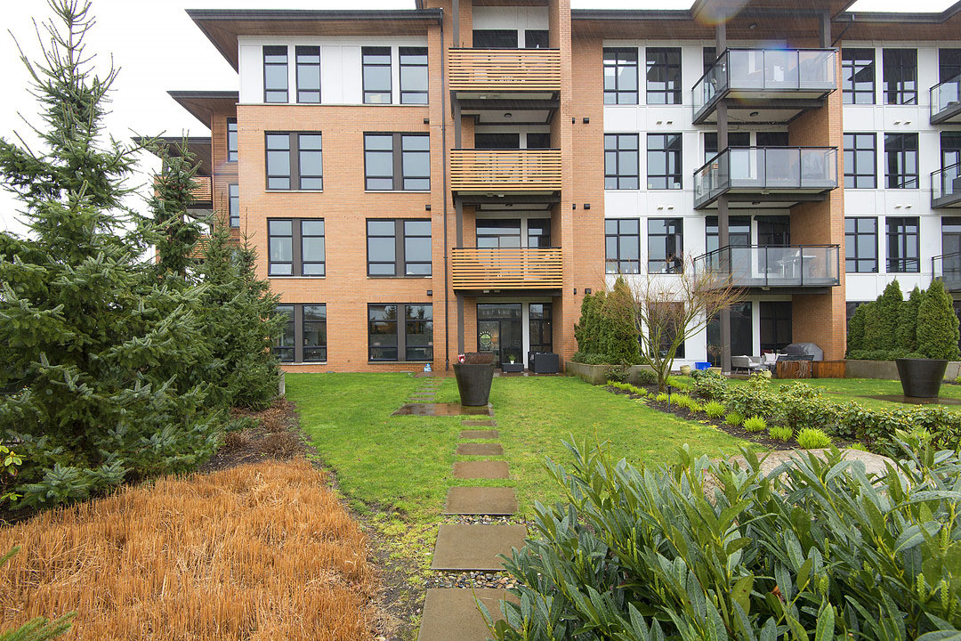 Backyard Apartment exquisite 3-bedroom waterfront loft apartment with private backyard