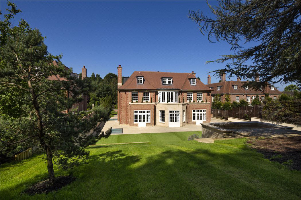Elegant Contemporary English Mansion In Hampstead