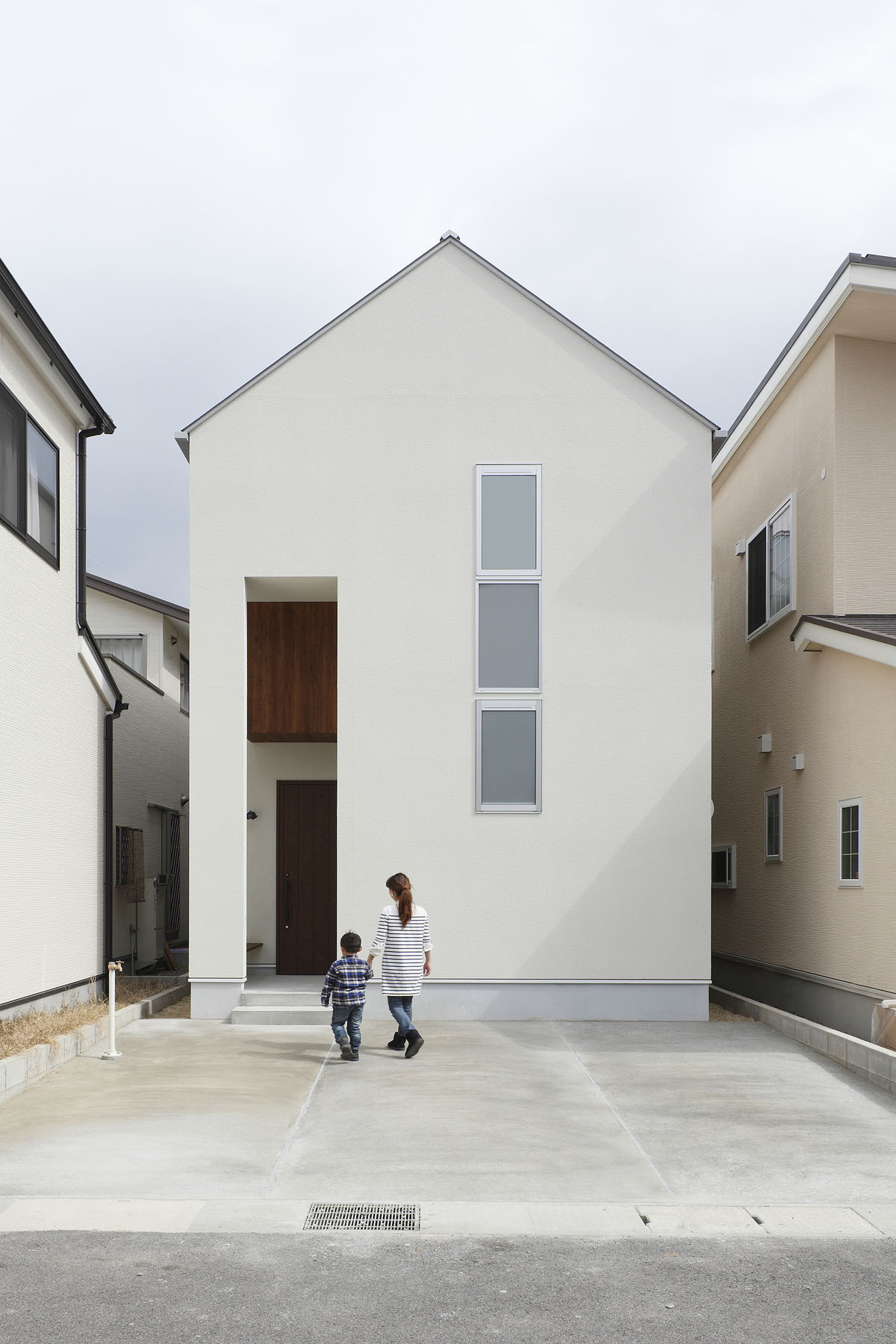 Small Narrow Minimalist House in Japan