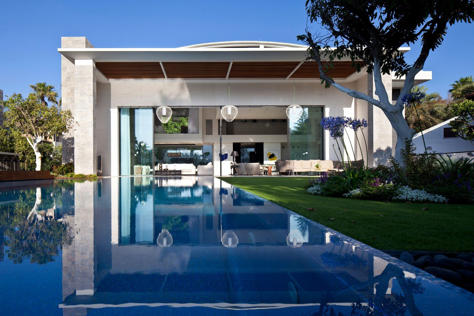 Modern Luxury Home with Swimming Pool