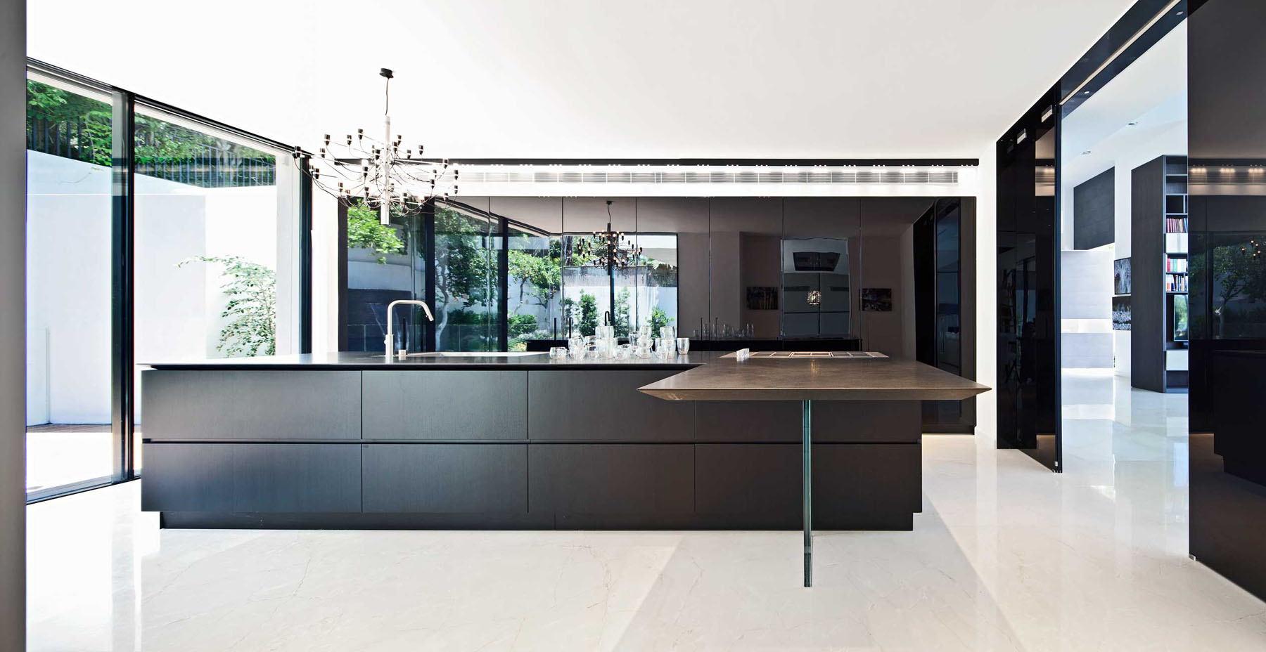 Minimalist Large Modern Kitchen