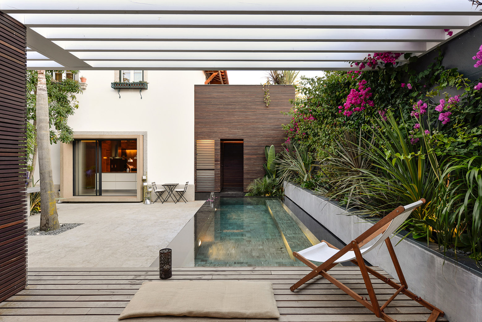 Cozy Courtyard Swimming Pool