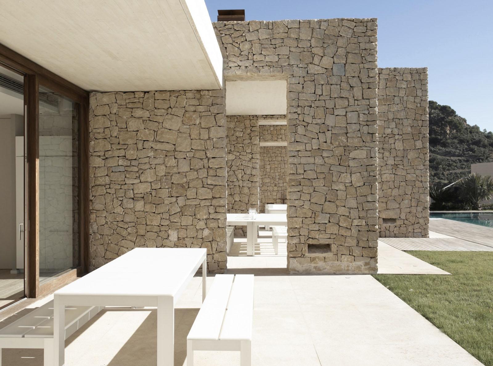 Mediterranean Minimalist Home Design