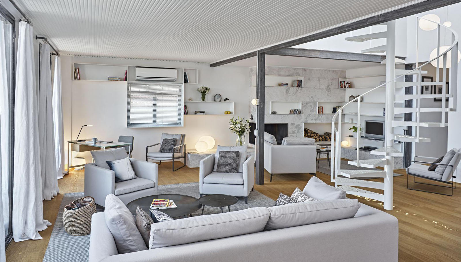 Bright Modern Penthouse With Rooftop Terrace And View Of