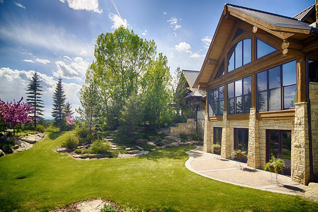 Scenic Mountain Luxury Home Alberta Canada