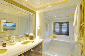 Yacht-Guest-Bathroom