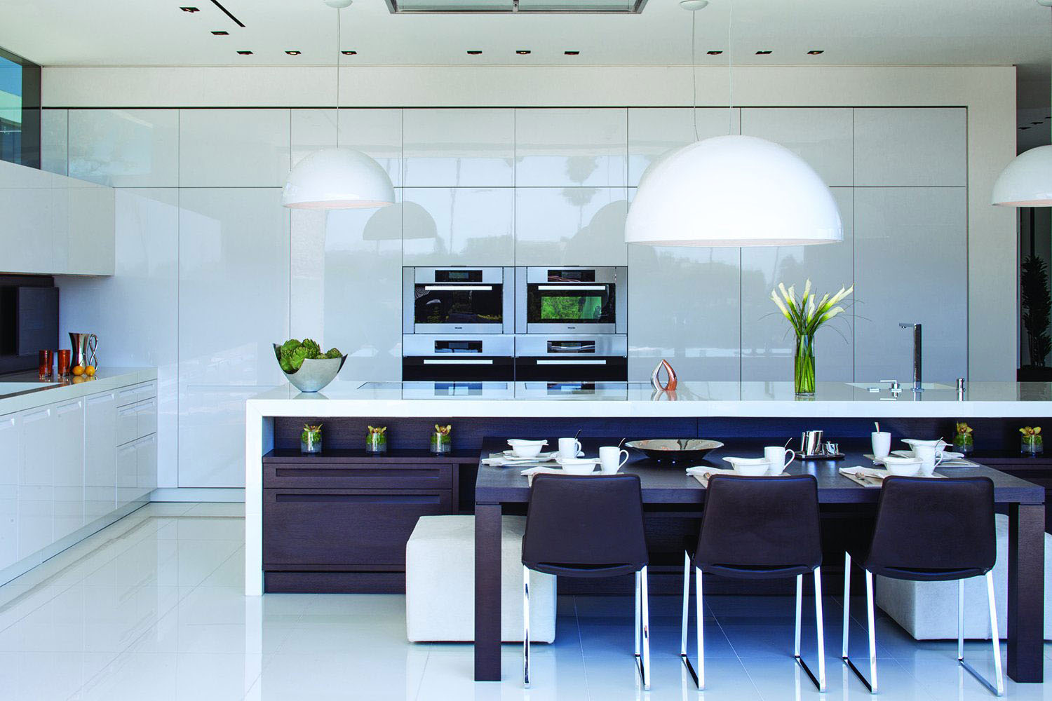 Elegant Modern White Kitchen