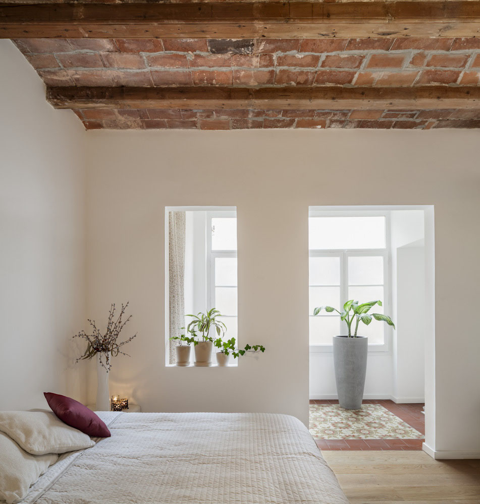 Minimalist House Design: Newly Renovated Minimalist Apartment With Stone Wall And