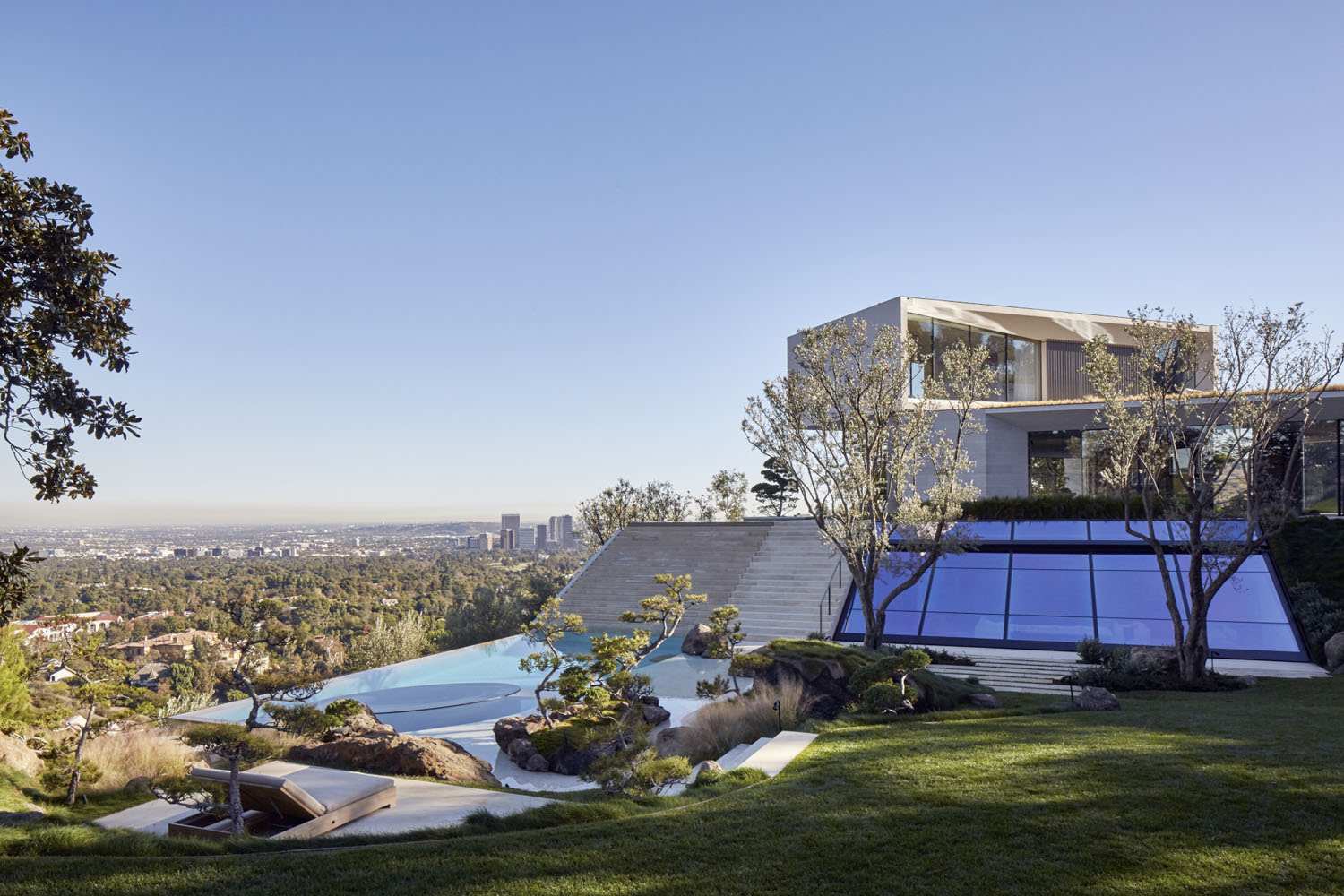 los angeles hillside villa retreat with daring modern architecture