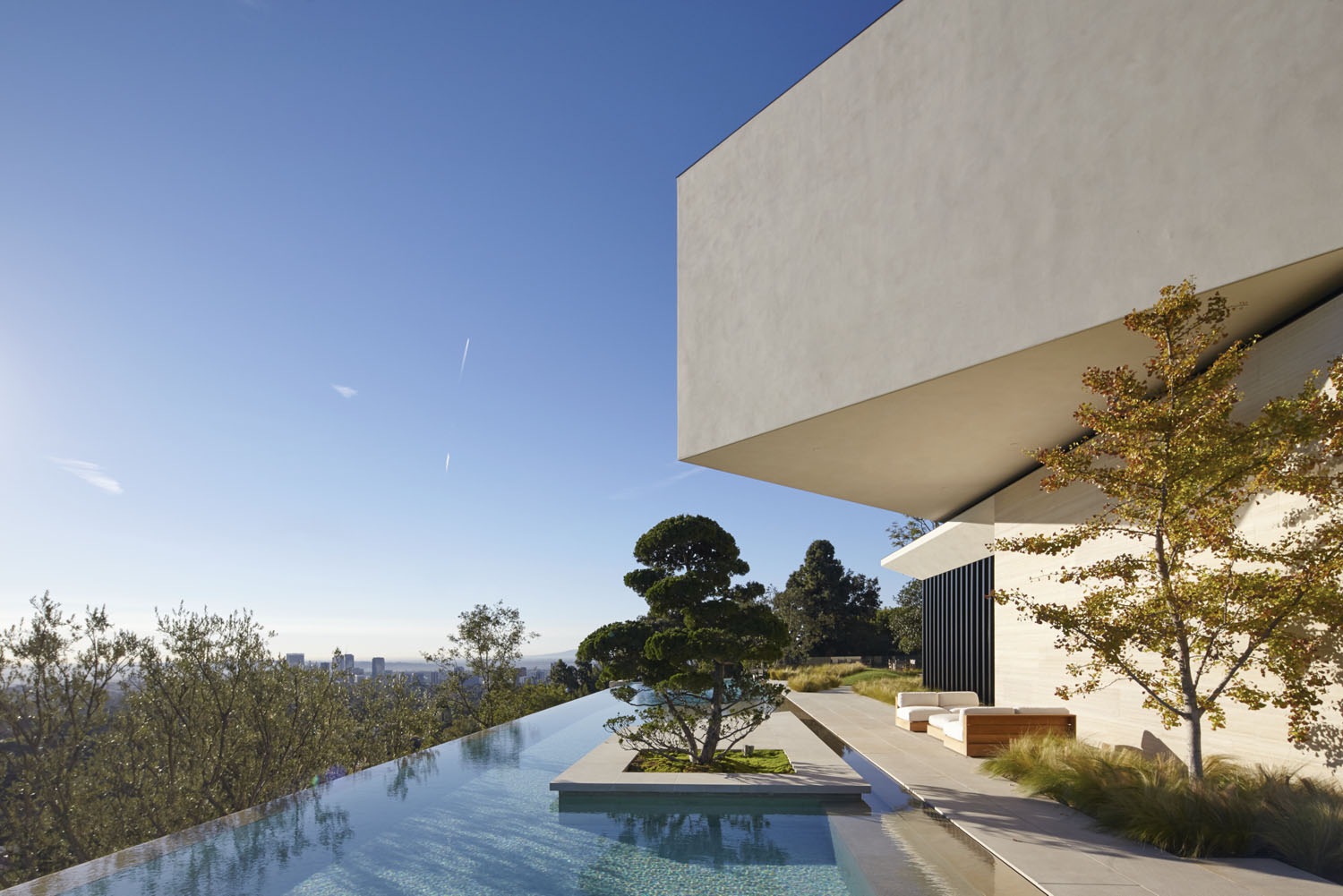 Modern Architecture Los Angeles los angeles hillside villa retreat with daring modern