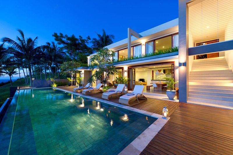 Contemporary Tropical Hillside Villa In Indonesia ...