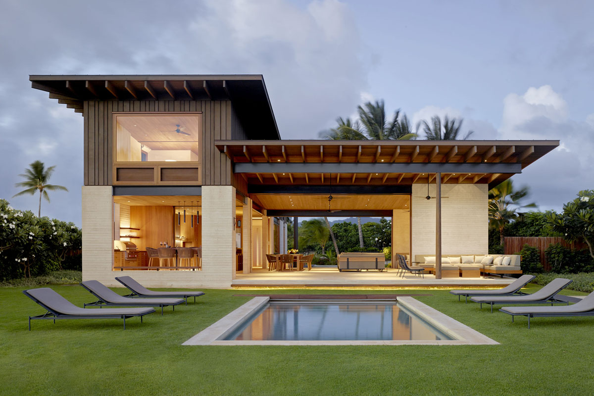 Contemporary house captures the informal elegance of hawaiian beach living