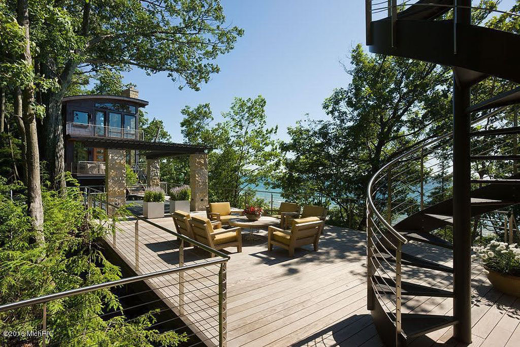 Luxury Waterfront Paradise on Lake Michigan