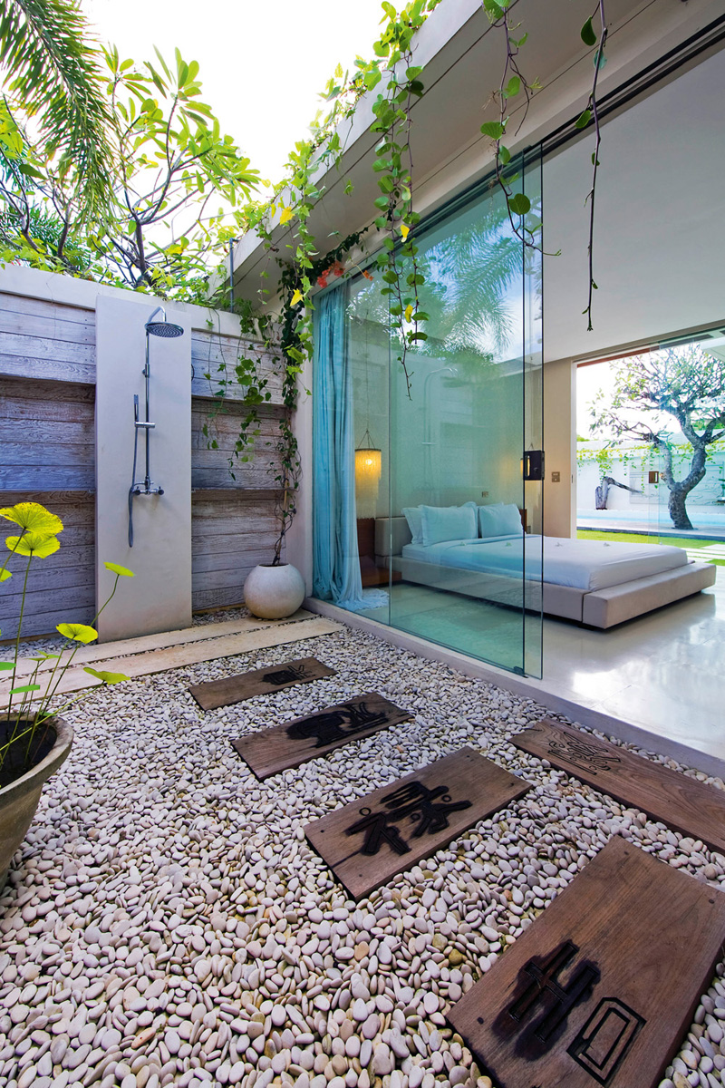 Luxury Romantic Bedrooms: Romantic Modern Balinese Outdoor Showers At The Chandra