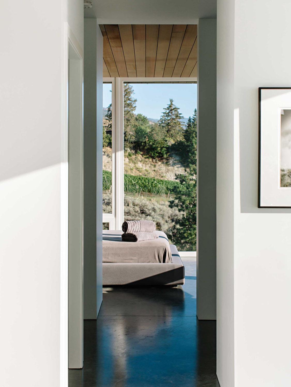 Okanagan Lake Modernist Glass And Concrete House 5