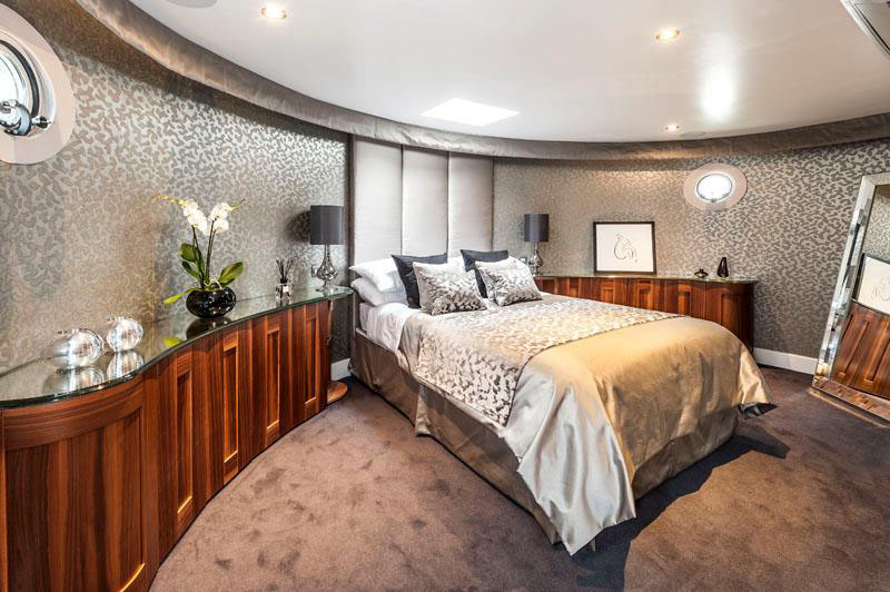 Luxury Houseboat Bedroom
