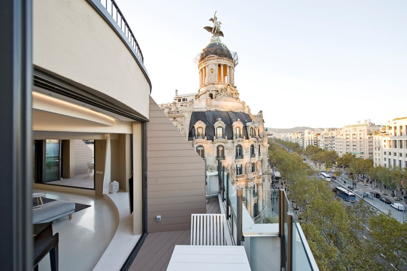Paseo de Gracia Penthouse Apartment With Balcony View