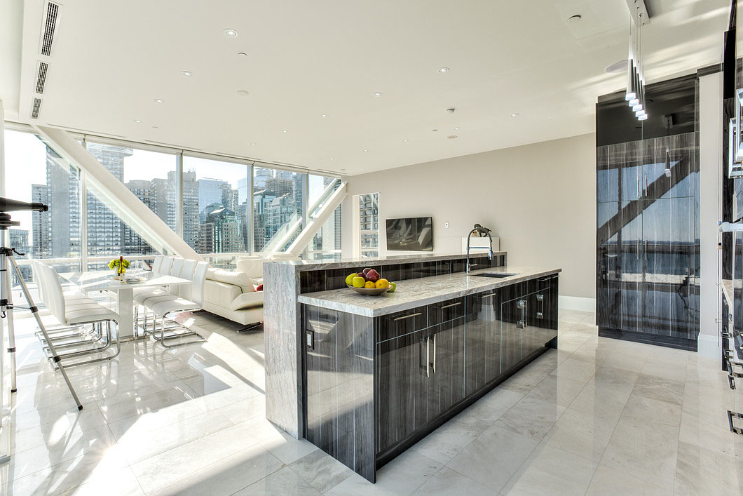 Elegant Toronto Waterfront Luxury Penthouse With Floor To