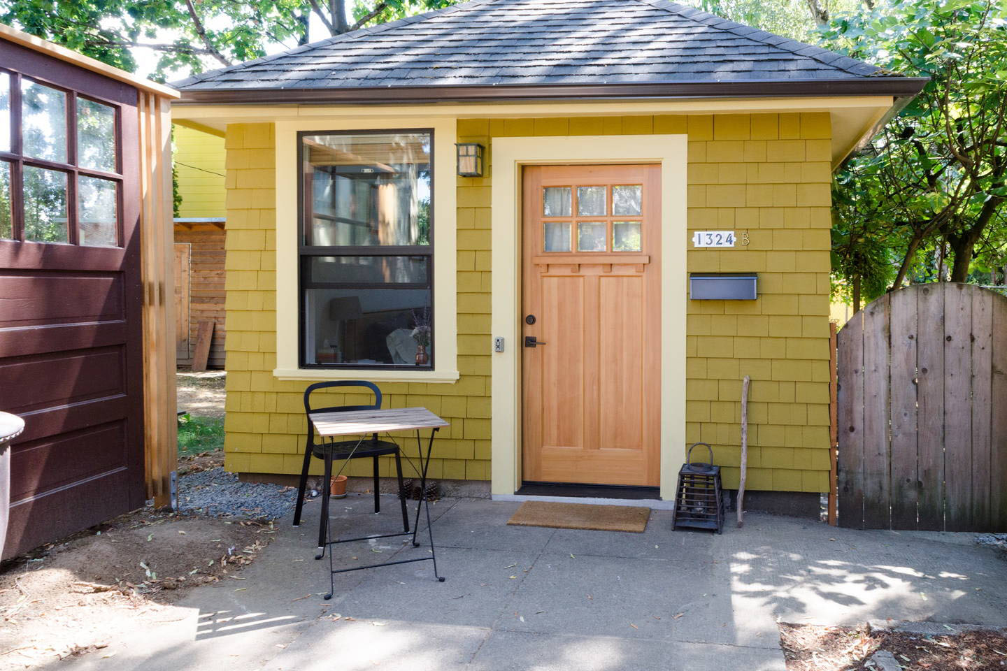 Charming Studio Apartment In A Tiny Backyard House