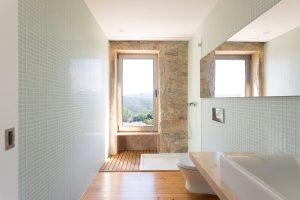 Modern Bathroom with Stone Wall