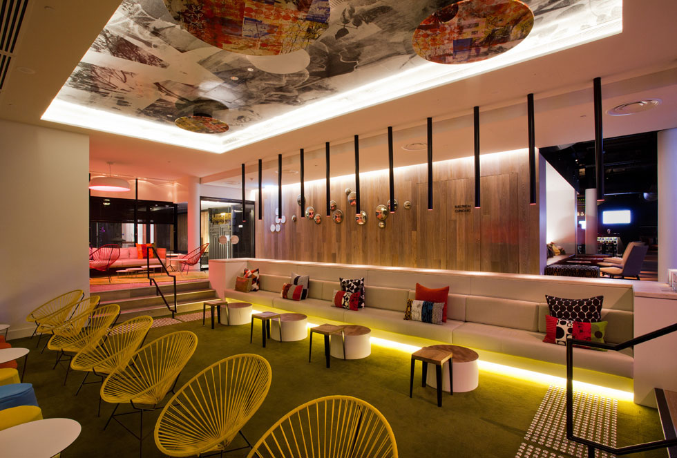 Qt gold coast hotel cool surfer chic in australia for Hotel chic decor