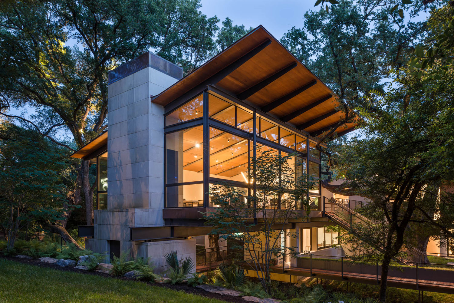 Modern Retreat Across A Ravine Built Between Heritage Oak