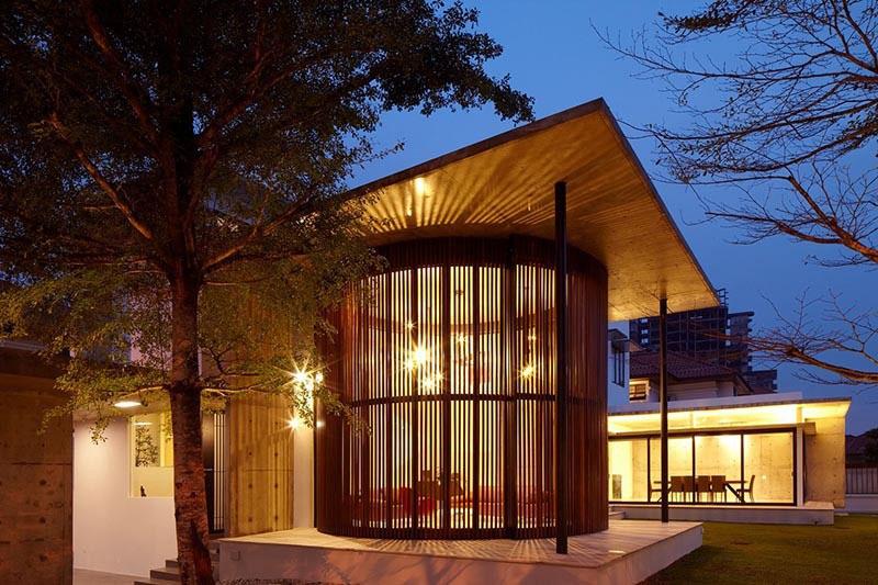 Flexible Revolving Doors Transform Room From Indoor To