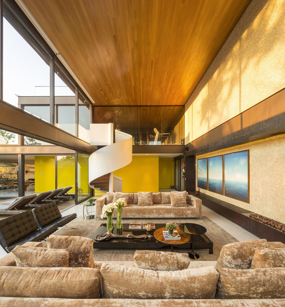Small Mobile Home Interior Design: Modernist House In Brazil Inpsired By The Architecture Of