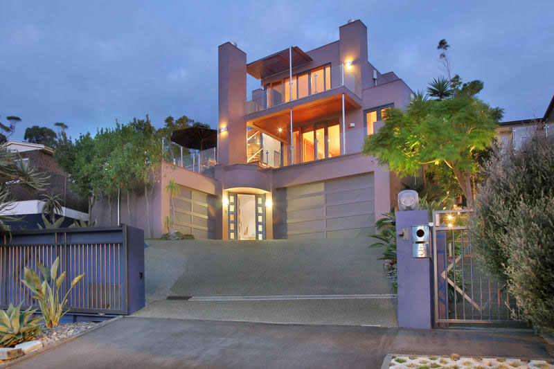 Stylish Modern Sea View Mansion in Auckland with Indoor/Outdoor Pool ...
