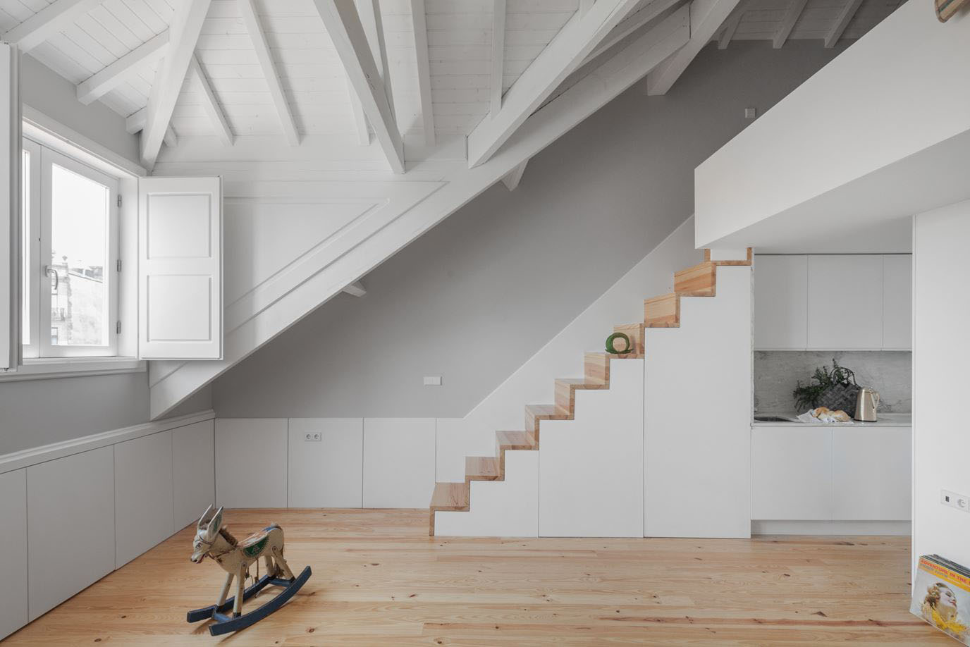 Stylish Attic Apartment with Mezzanine