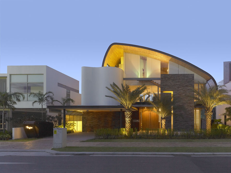 Modern Oceanfront Home in Singapore