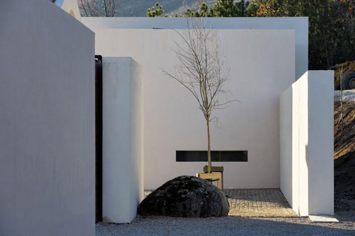 Minimalist-House-Avila
