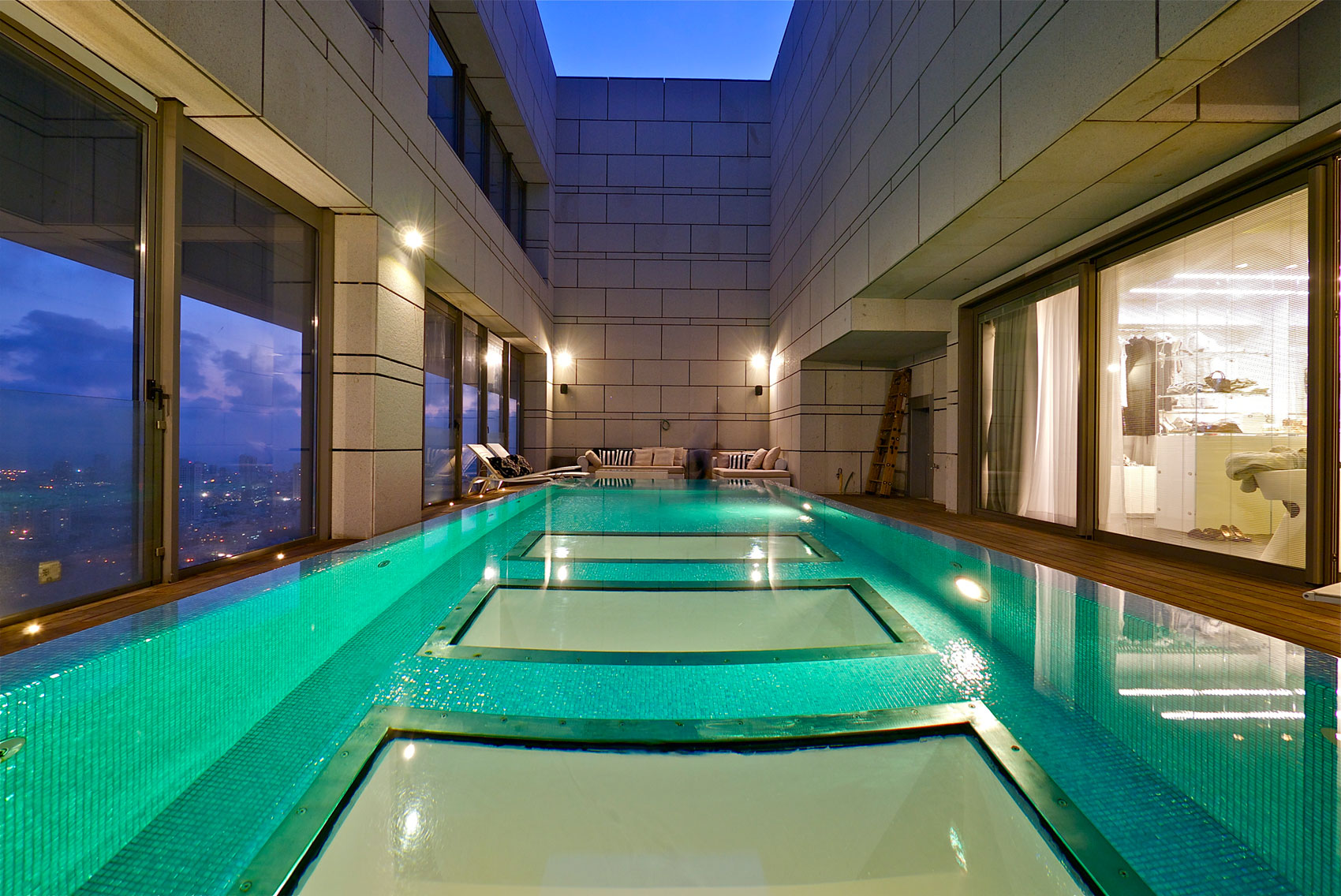 Stunning penthouse with private rooftop swimming pool - Rooftop swimming pool designing and planning ...