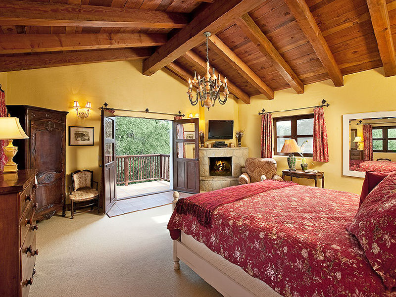 Tuscan Bedroom Design
