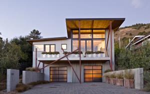 Environmentally Friendly Modern Beach House in California